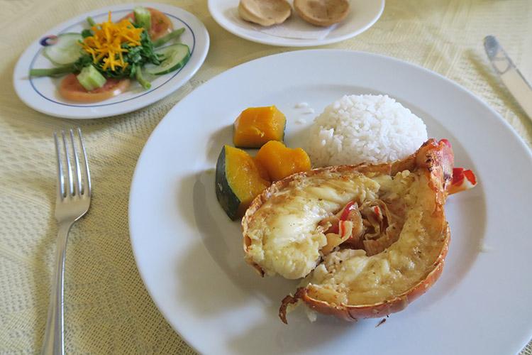トリニダー 食事 レストラン ロブスター