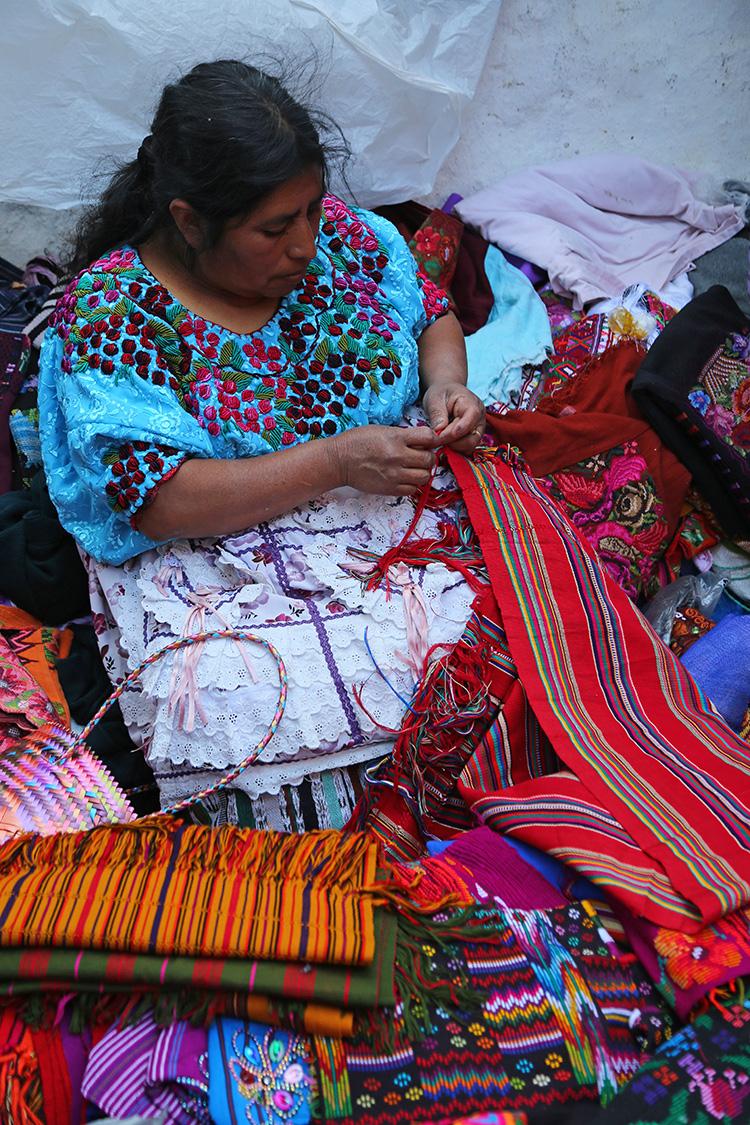 チチカステナンゴ 日曜市 民族衣装