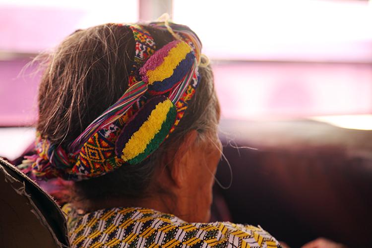 シェラ 民族衣装 スニル