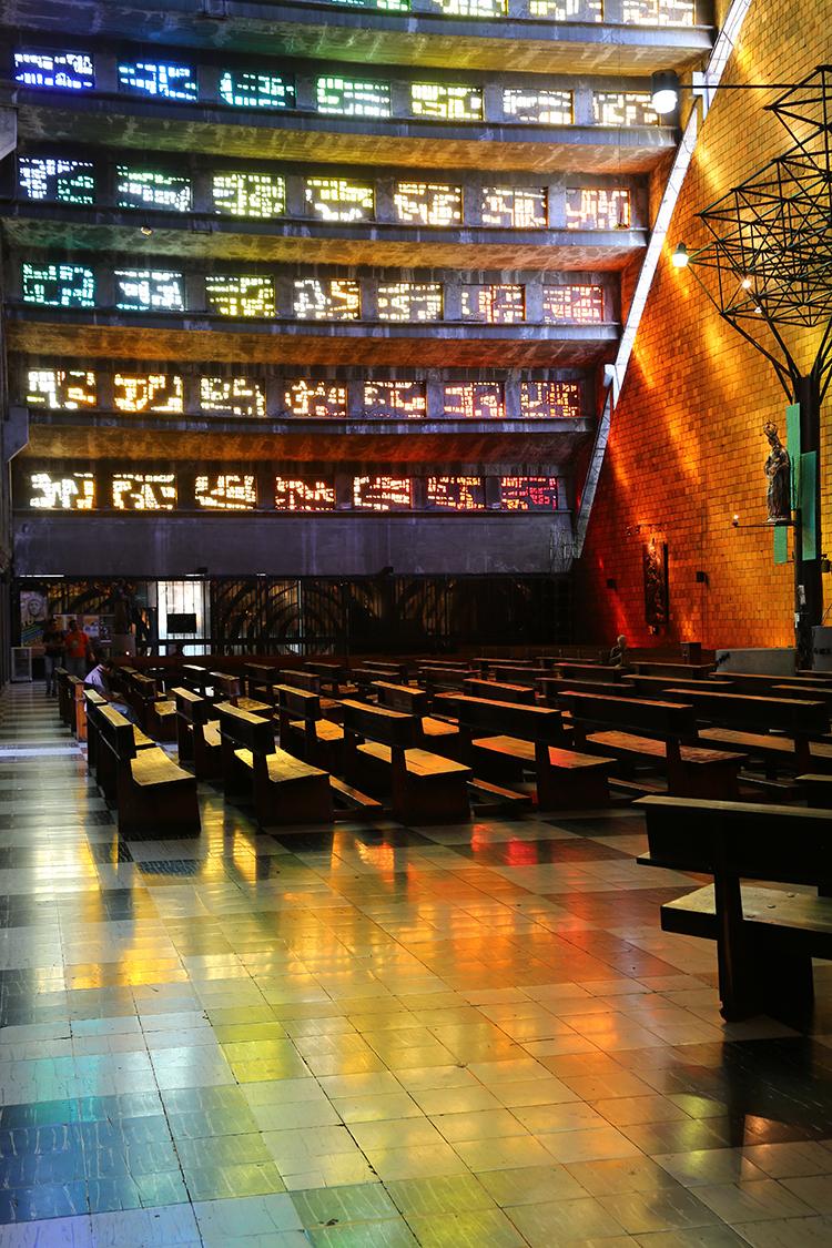 サンサルバドル ロサリオ教会 虹の教会