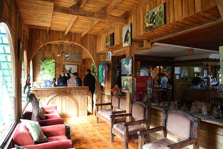 サンホセ ケツァール 人気ホテル