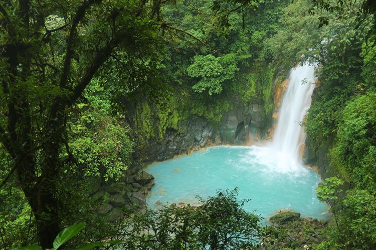 リオ・セレステ 滝 ボルカン・テノリオ国立公園