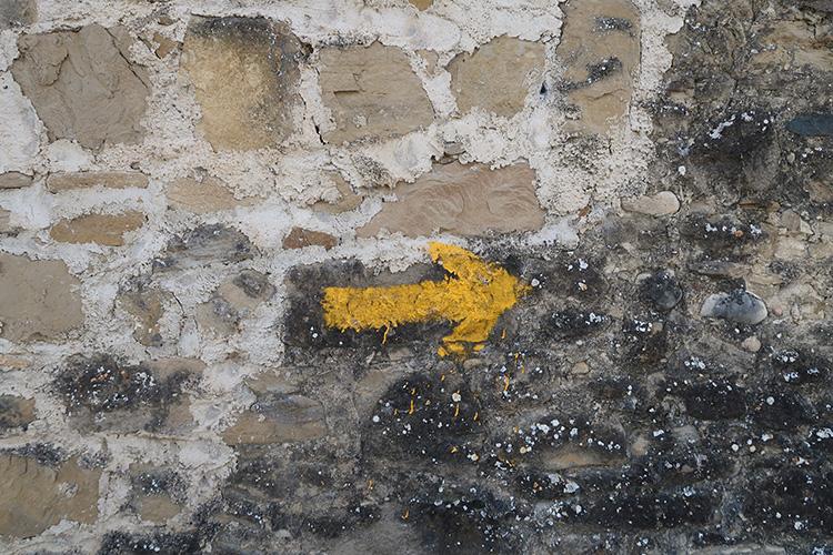カミーノ 黄色い矢印