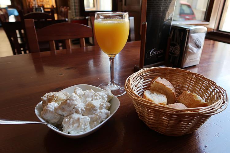 カミーノブログ スペイン フランス人の道  バル ポテトサラダ