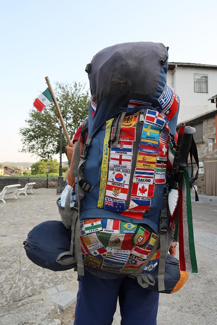 旅人 世界一周 バックパック 各国のワッペン