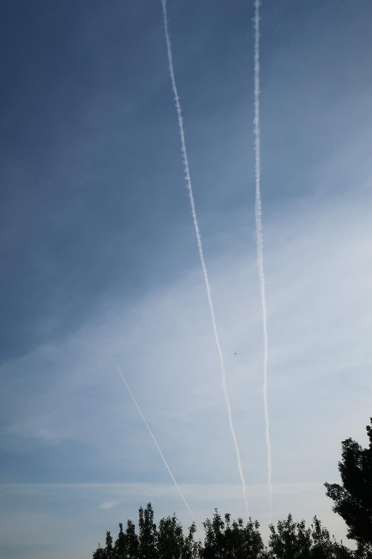 カミーノ 飛行機雲