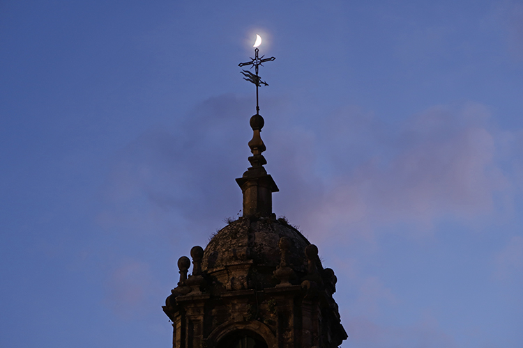 コンポステーラ 月夜の教会