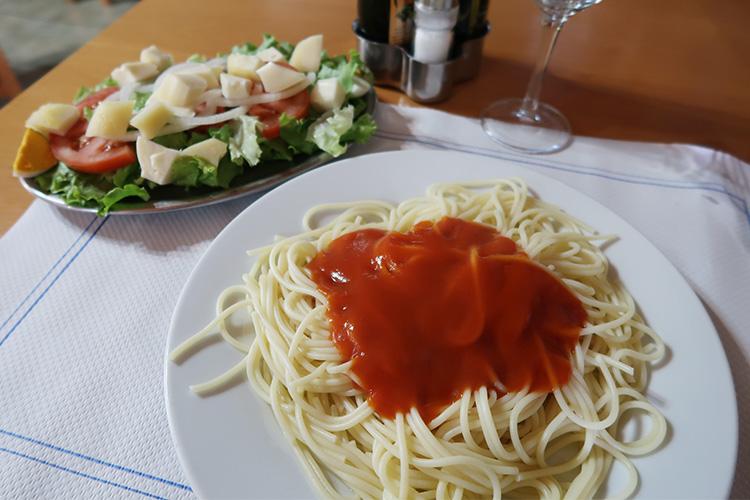 レストラン 食事 カミーノ