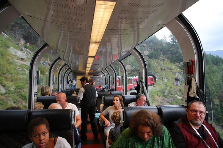 ベルニナ急行 スイス 観光列車