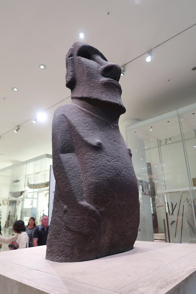 ロンドン 大英博物館 モアイ像