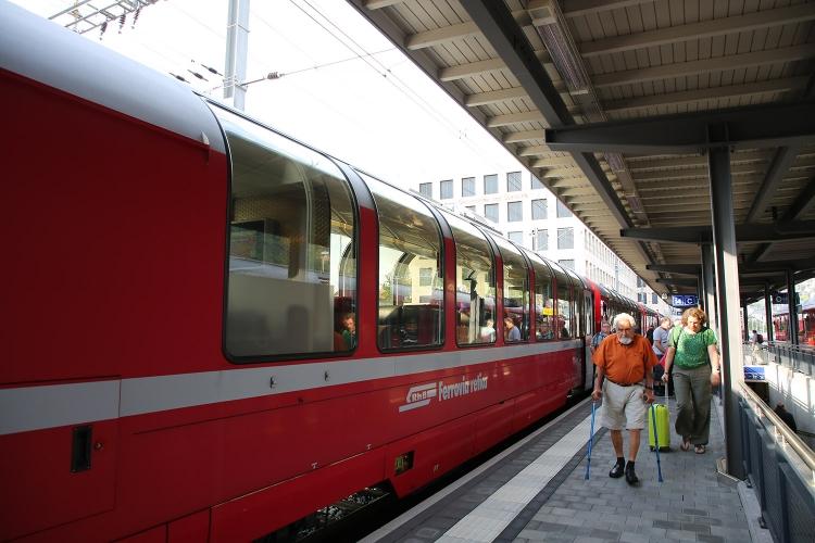 ベルニナ急行 スイス 観光列車 クール