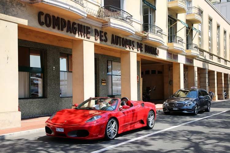 モナコ フェラーリ 高級車