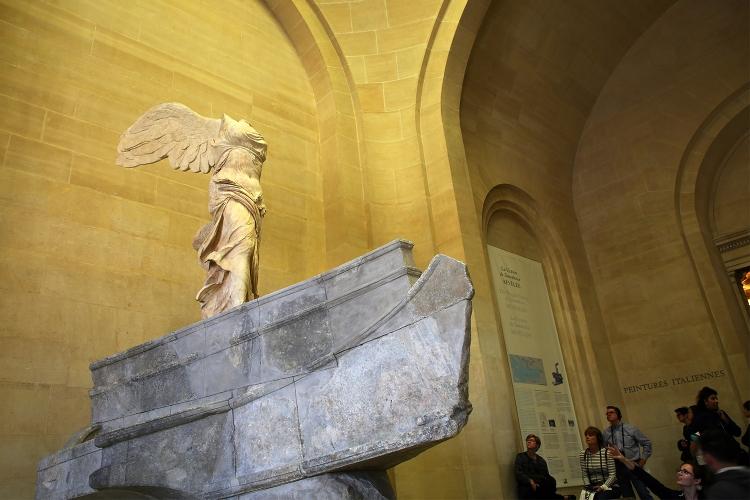 パリ ルーブル美術館 サモトラケのニケ