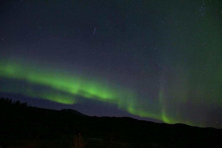 流れ星 オーロラ 北欧