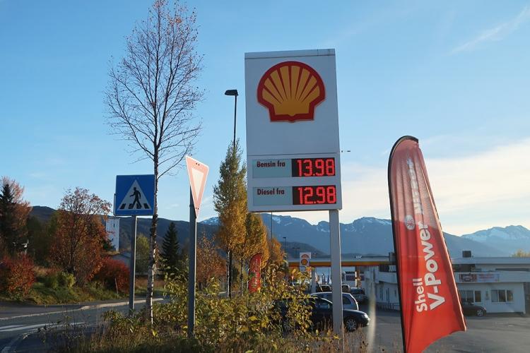 ノルウェー ガソリン 安い場所