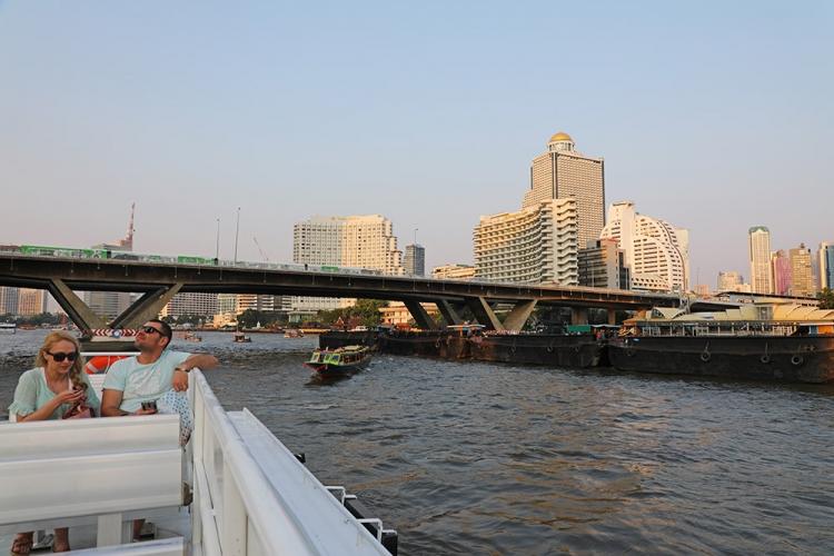 バンコク チャオプラヤ川 渡し船
